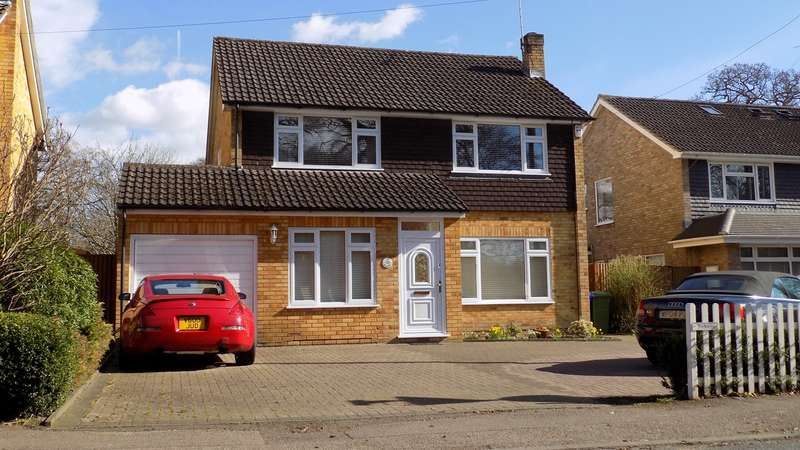 4 Bedrooms Detached House for sale in Trunk Road, Farnborough, GU14