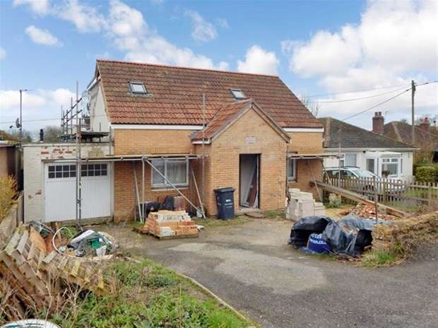 2 Bedrooms Detached Bungalow for sale in Station Road, Castle Cary