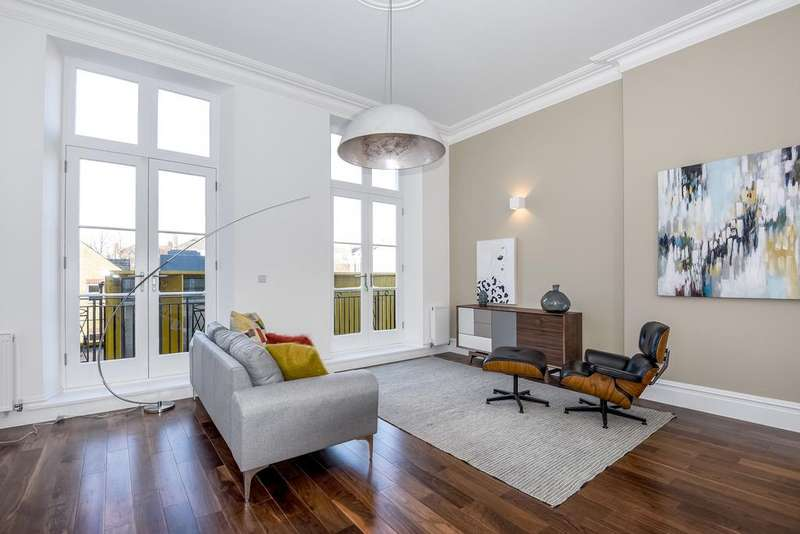 3 Bedrooms Flat for sale in William Gaitskell House, Paradise Street, SE16