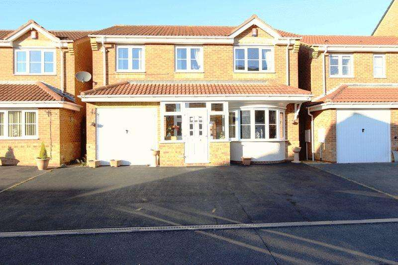 4 Bedrooms Detached House for sale in Sannders Crescent, Tipton