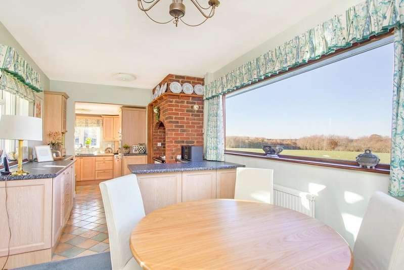 4 Bedrooms Chalet House for sale in Blackmore Road, Fryerning, Ingatestone Essex, CM4