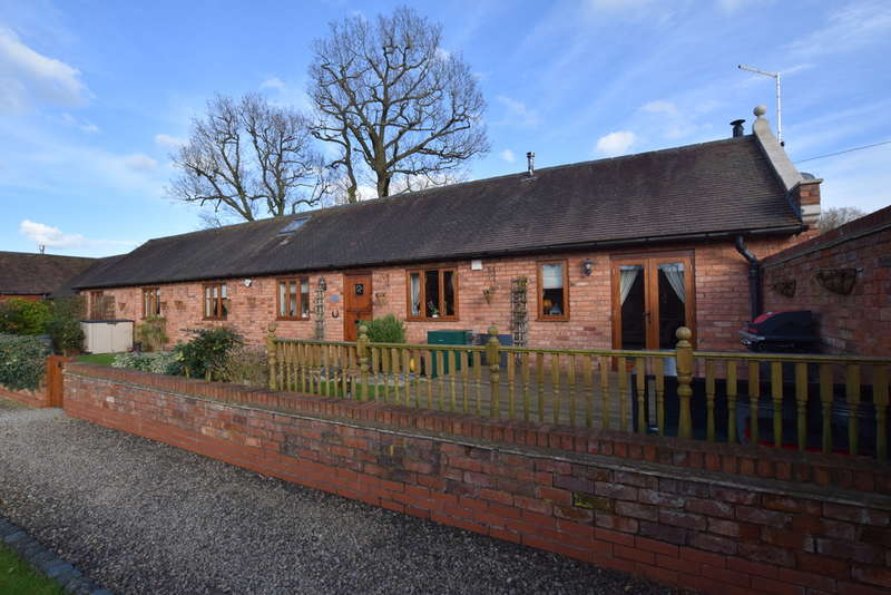 3 Bedrooms Unique Property for sale in Manor Park Farm, Haywood Lane