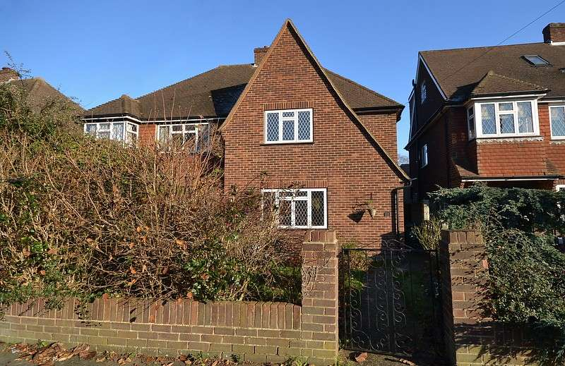 3 Bedrooms Semi Detached House for sale in Upper Halliford
