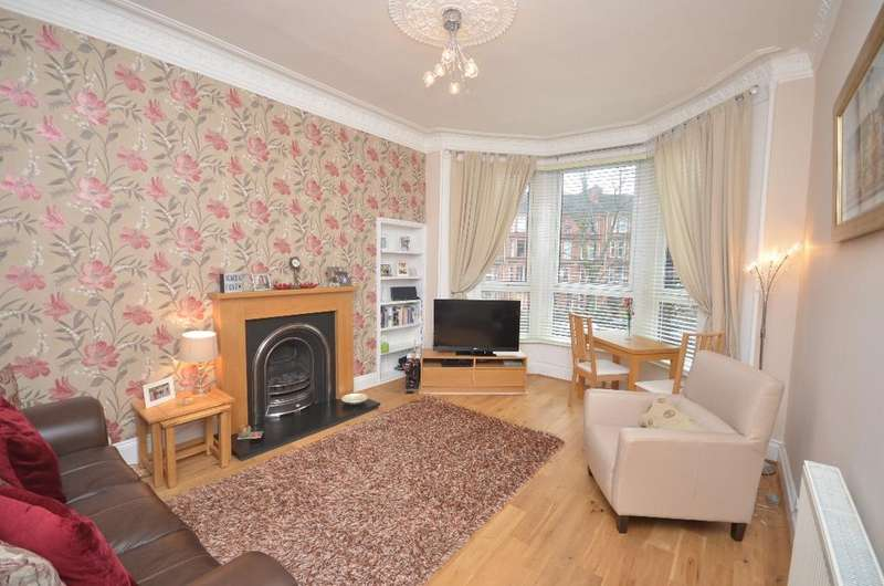 2 Bedrooms Flat for sale in Waverley Gardens, Flat 2/1, Shawlands, Glasgow, G41 2DP