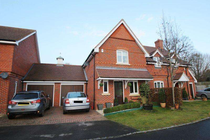 2 Bedrooms Semi Detached House for sale in Hall Hurst Close, Loxwood
