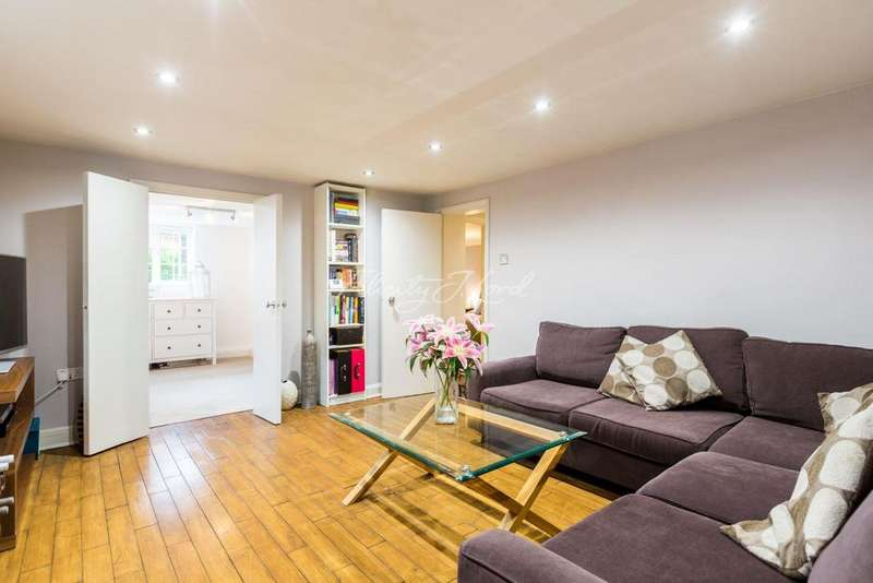 2 Bedrooms Flat for sale in Kirkside Road, Blackheath, SE3