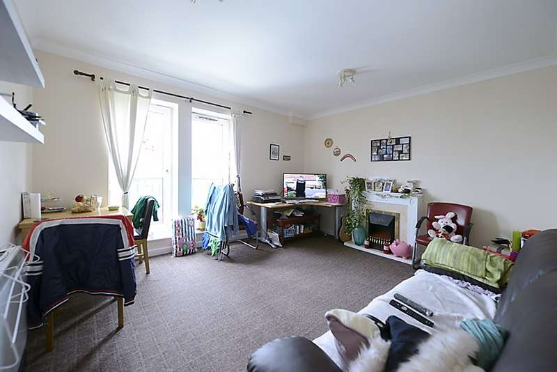 1 Bedroom Flat for sale in High Street, Hounslow, Middlesex, TW3
