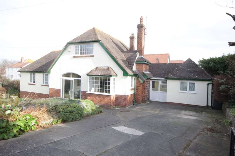 4 Bedrooms Bungalow for sale in Hesketh Road, Colwyn Bay, Conway, LL29