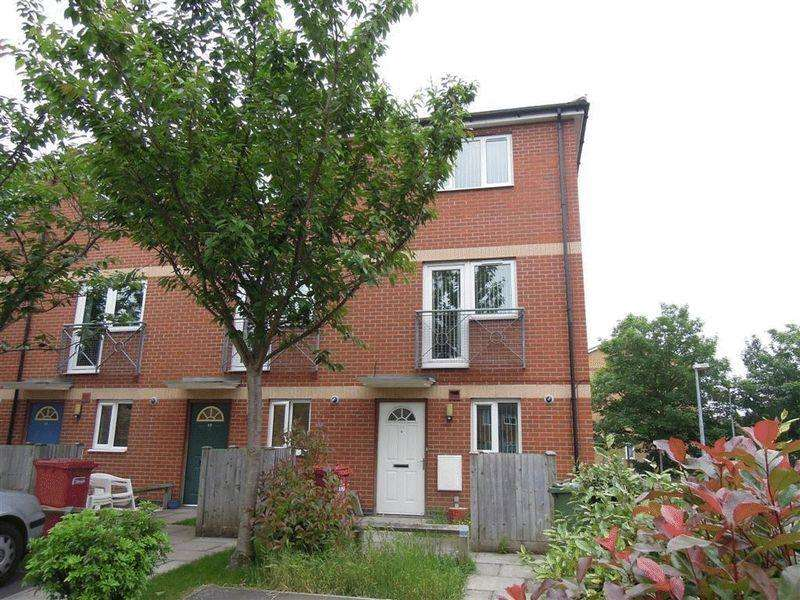 4 Bedrooms End Of Terrace House for sale in Langley - 4 Double Bedrooms