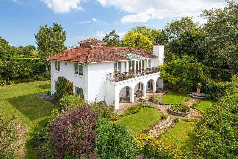 4 Bedrooms Detached House for sale in Sandwich Bay