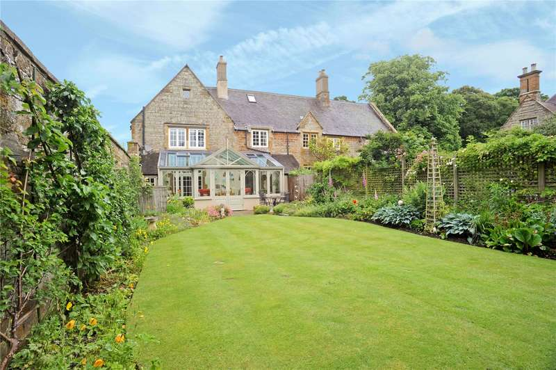 3 Bedrooms House for sale in The Manor, Banbury Road,, Moreton Pinkney, Northamptonshire, NN11