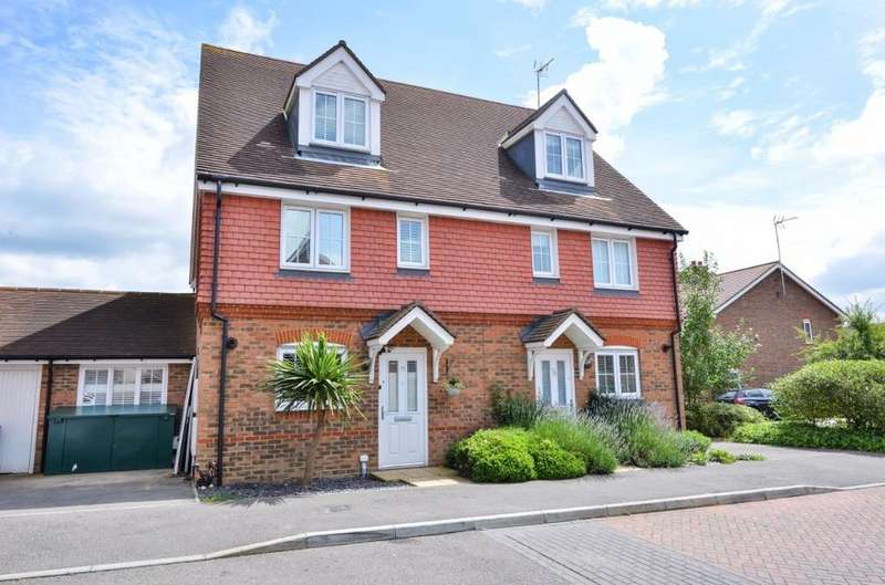 4 Bedrooms Semi Detached House for sale in Chestnut Drive Hassocks West Sussex BN6
