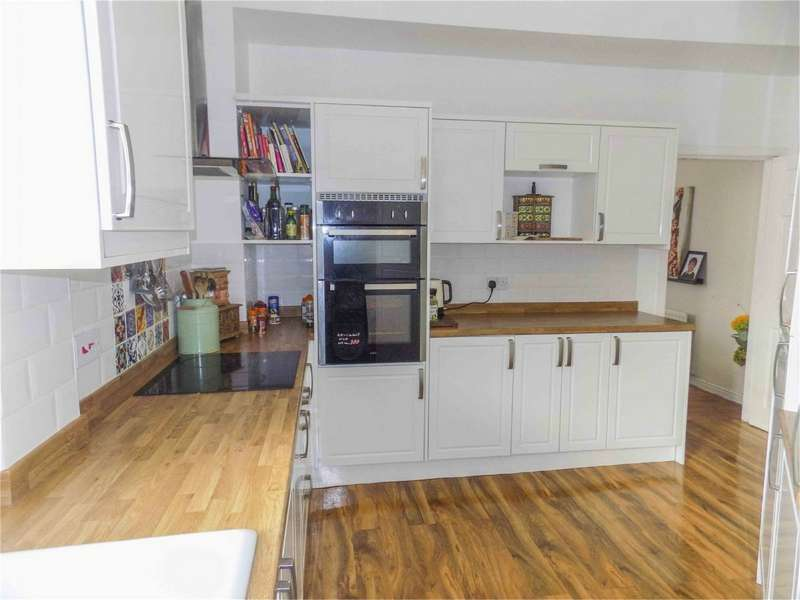 3 Bedrooms End Of Terrace House for sale in Leicester Avenue, Horwich, Bolton, Lancashire