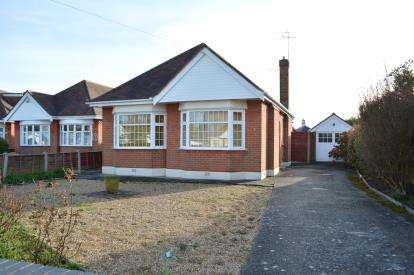 2 Bedrooms Bungalow for sale in Redhill, Bournemouth, Dorset