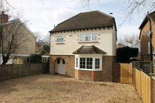 3 Bedrooms Detached House for sale in Dodsley Grove, Easebourne, Midhurst, West Sussex