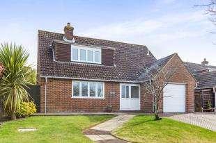 4 Bedrooms Detached House for sale in Poplar Way, Midhurst, West Sussex, .