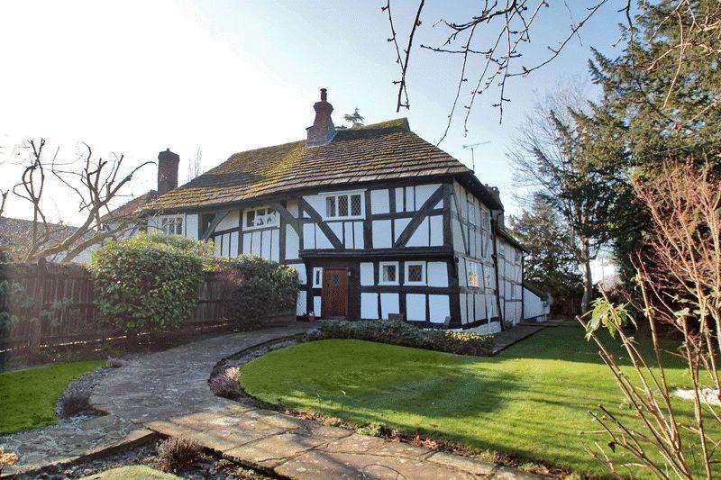4 Bedrooms Semi Detached House for sale in Blackbridge Lane, Horsham