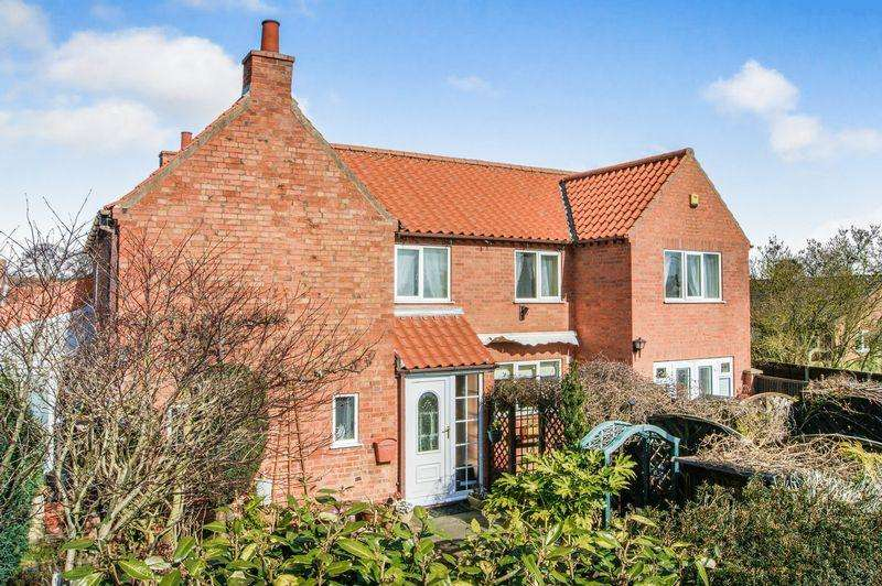 3 Bedrooms Detached House for sale in Crown Close, Collingham