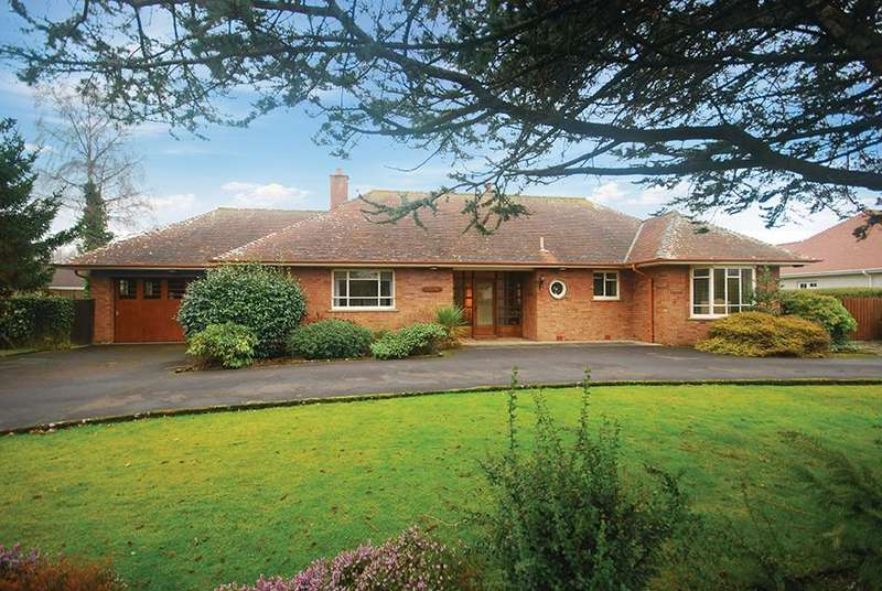 3 Bedrooms Detached Bungalow for sale in 9 Cambusdoon Drive, Alloway, KA7 4PL