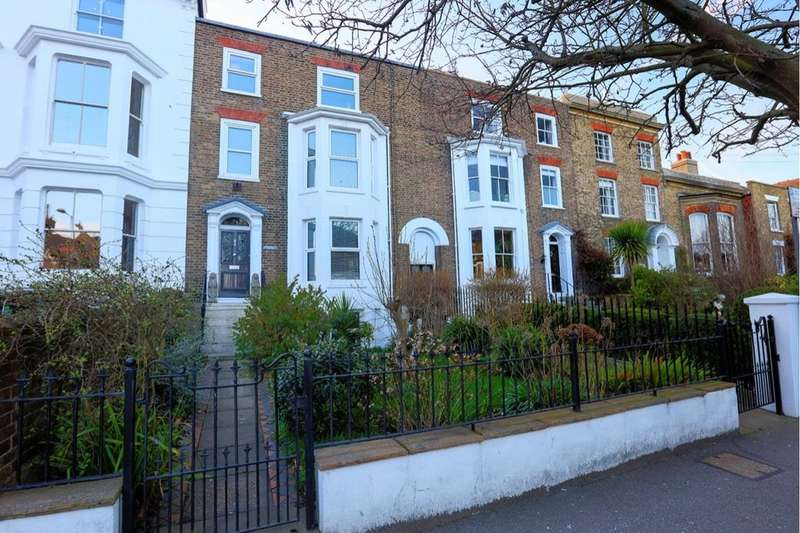 4 Bedrooms Property for sale in Victoria Road, Deal, CT14