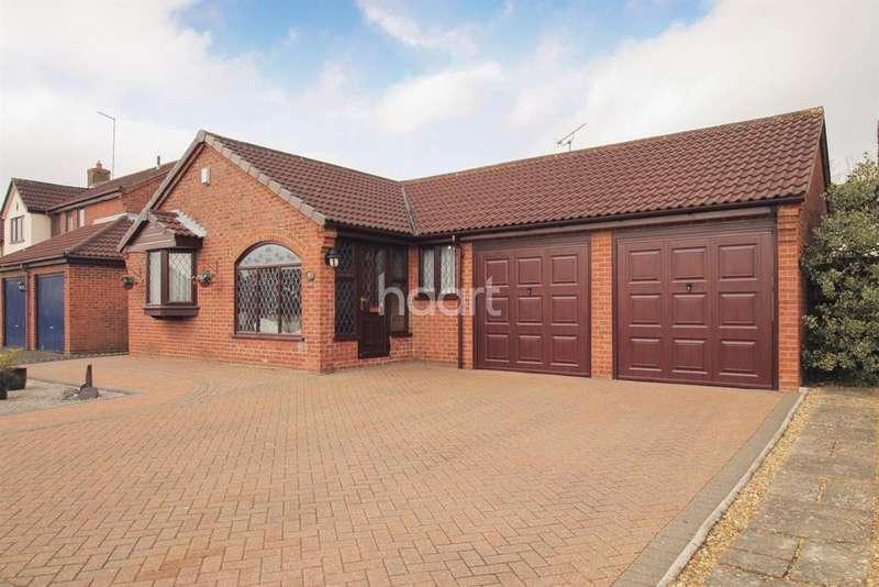 3 Bedrooms Bungalow for sale in Woodpecker Way, East Hunsbury, Northampton