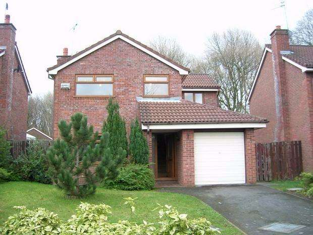 4 Bedrooms Detached House for sale in Oak Close