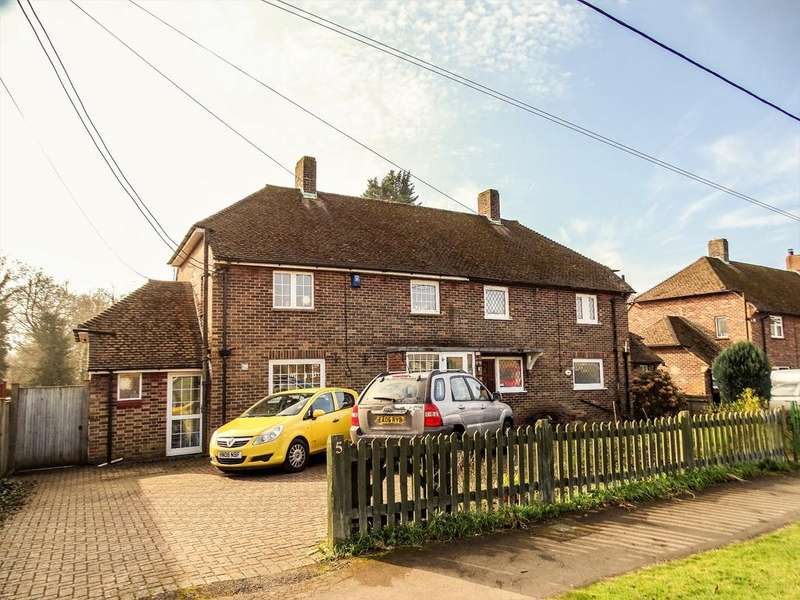 4 Bedrooms Semi Detached House for sale in Botley, Southampton