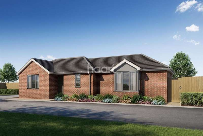 2 Bedrooms Bungalow for sale in Railway Mews, Laindon, Basildon