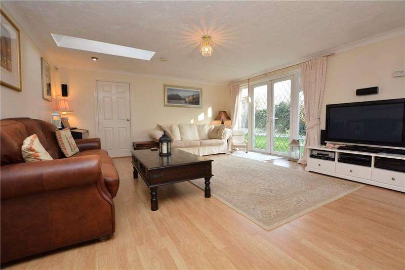 3 Bedrooms Detached House for sale in Parkways, Oulton, Leeds