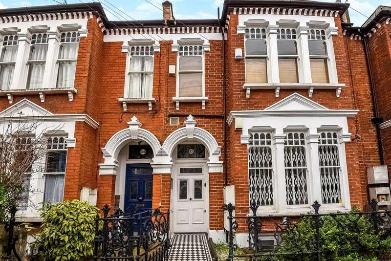 2 Bedrooms Flat for sale in Louisville Road, Heaver Estate, SW17
