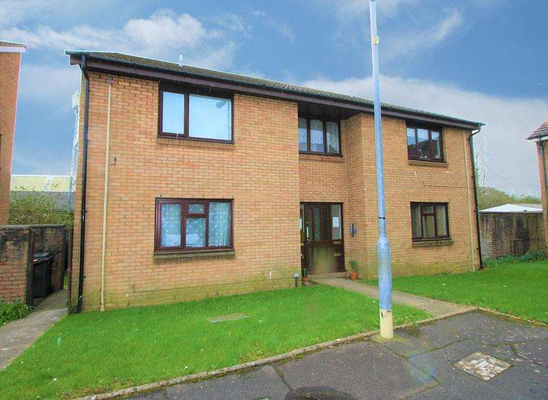 Studio Flat for sale in Limeslade Close, Fairwater , Cardiff, Cardiff. CF5 3BD