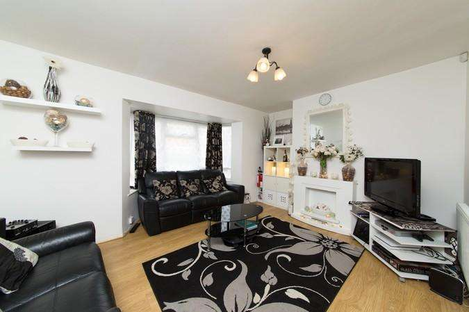 2 Bedrooms Flat for sale in Cheltenham Close, Northolt