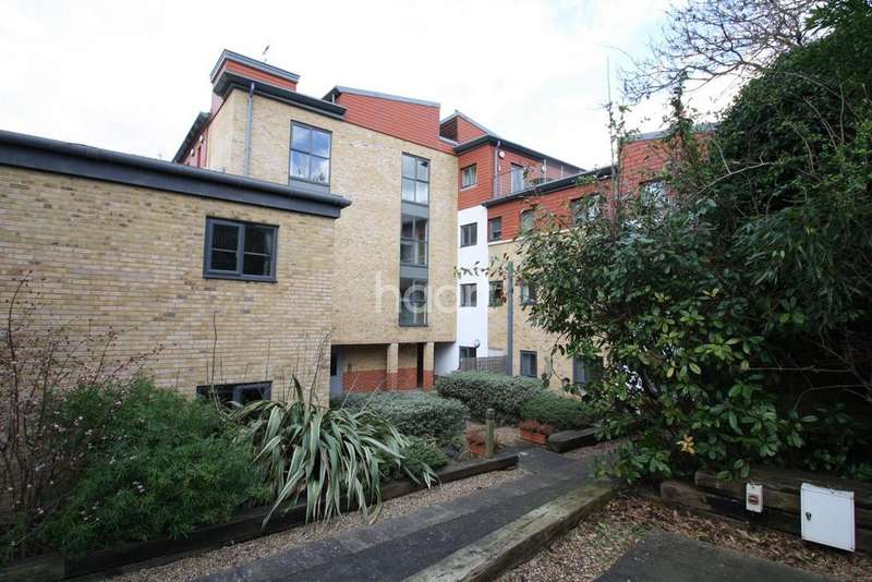 2 Bedrooms Flat for sale in Bluecoats Yard, Maidstone