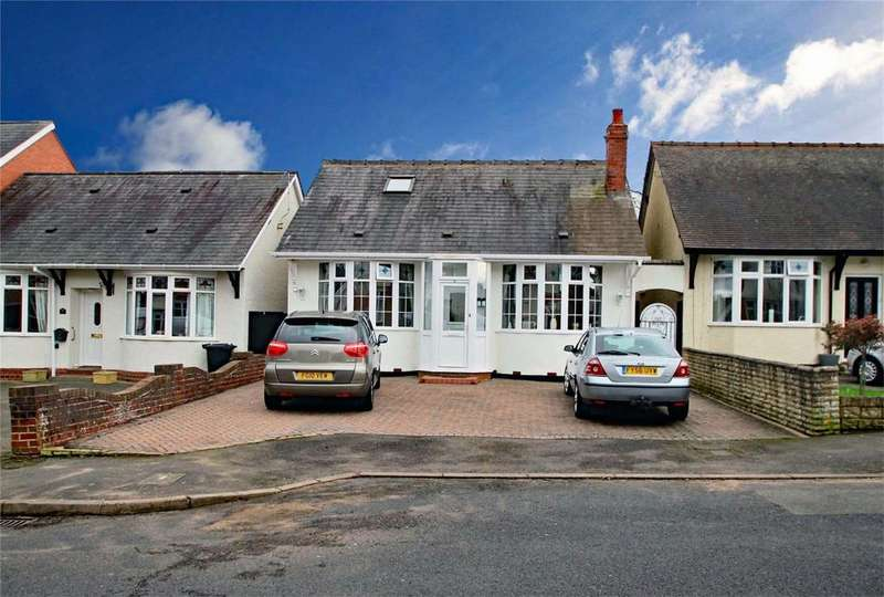3 Bedrooms Detached Bungalow for sale in St Kenelms Avenue, HALESOWEN, West Midlands