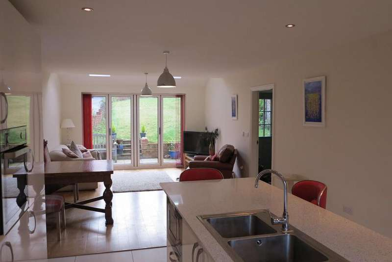 5 Bedrooms Detached House for sale in The Green, Stillingfleet, York