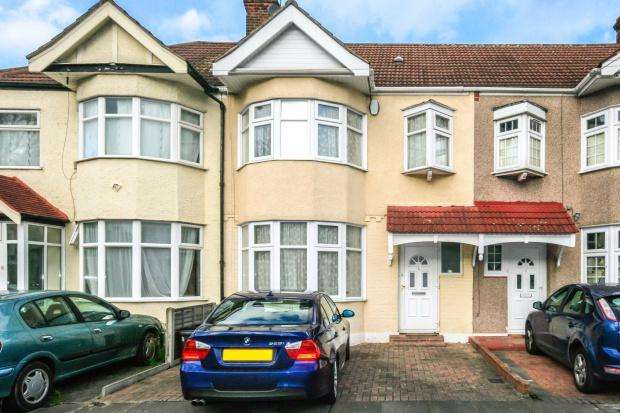 3 Bedrooms Terraced House for sale in Cotswold Gardens, Ilford, IG2