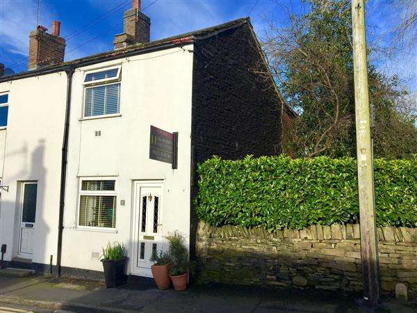 2 Bedrooms End Of Terrace House for sale in Higher Fence Road, Macclesfield