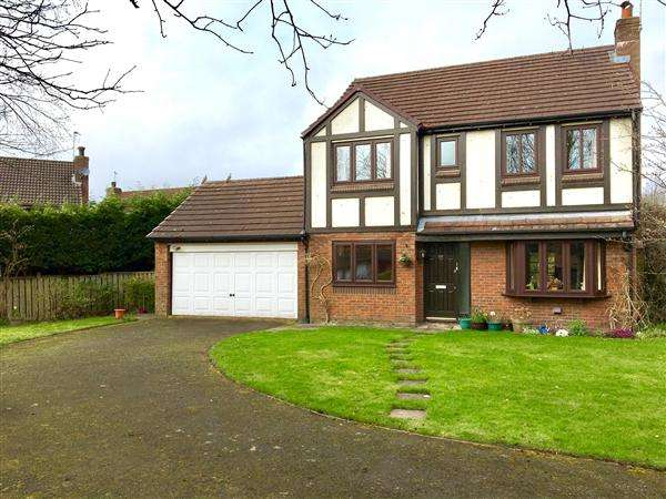 4 Bedrooms Detached House for sale in Bittern Grove, Macclesfield