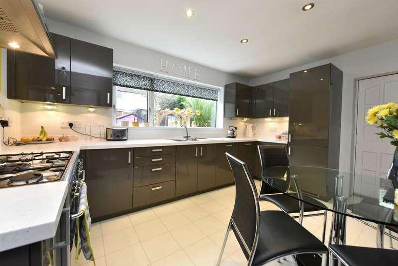 2 Bedrooms Detached Bungalow for sale in Hilltop Walk, Ormskirk
