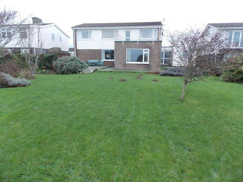 5 Bedrooms Detached House for sale in REST BAY CLOSE, PORTHCAWL, CF36 3UN