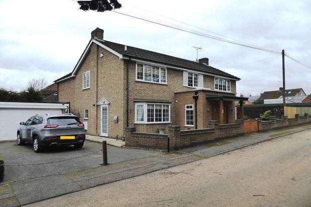 4 Bedrooms Detached House for sale in Sargeants Lane, Collingtree Village, Northampton, NN4
