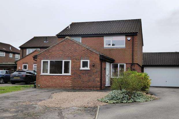 3 Bedrooms Link Detached House for sale in Banbury Close, West Hunsbury, Northampton, NN4