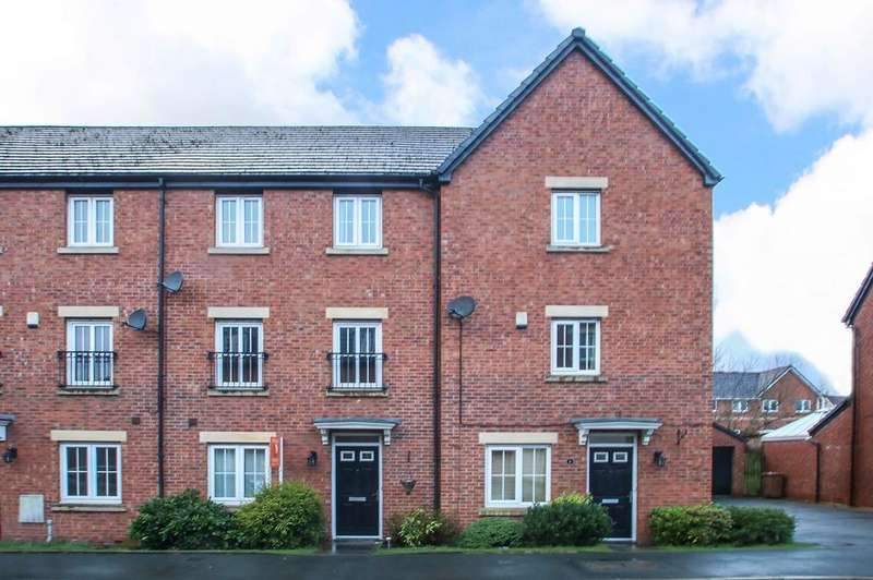 4 Bedrooms Terraced House for sale in Lorna Way, Irlam, Manchester, M44