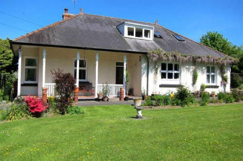5 Bedrooms Bungalow for sale in Nr Lampeter, Ceredigion