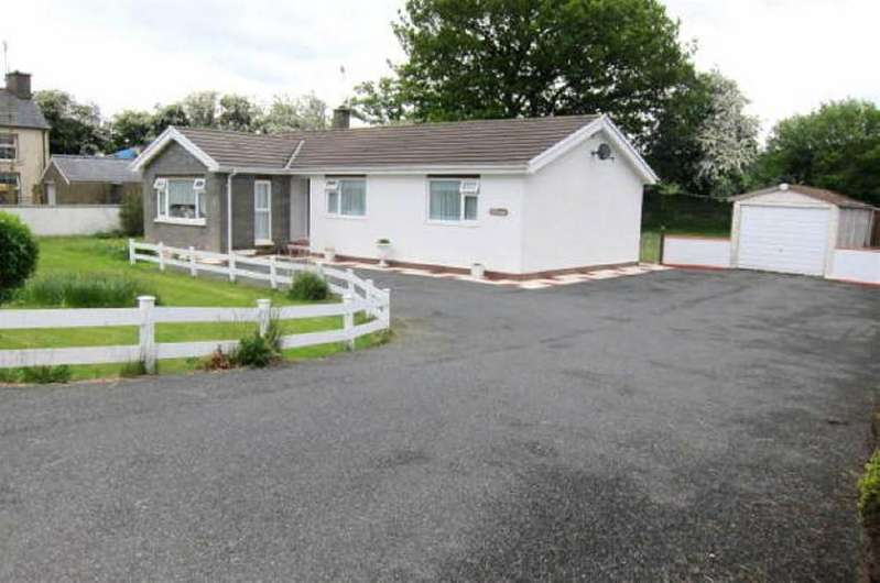 3 Bedrooms Bungalow for sale in Nr. Lampeter, Carmarthenshire
