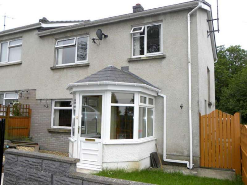 3 Bedrooms House for sale in Heol Y Dderi, Llanybydder, Carmarthenshire