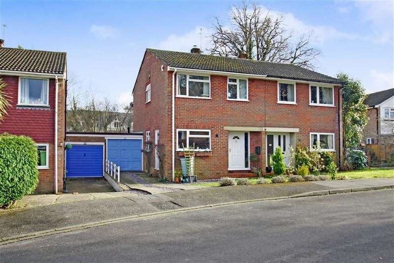 3 Bedrooms Semi Detached House for sale in Greenfield Close, Liphook, Hampshire, GU30