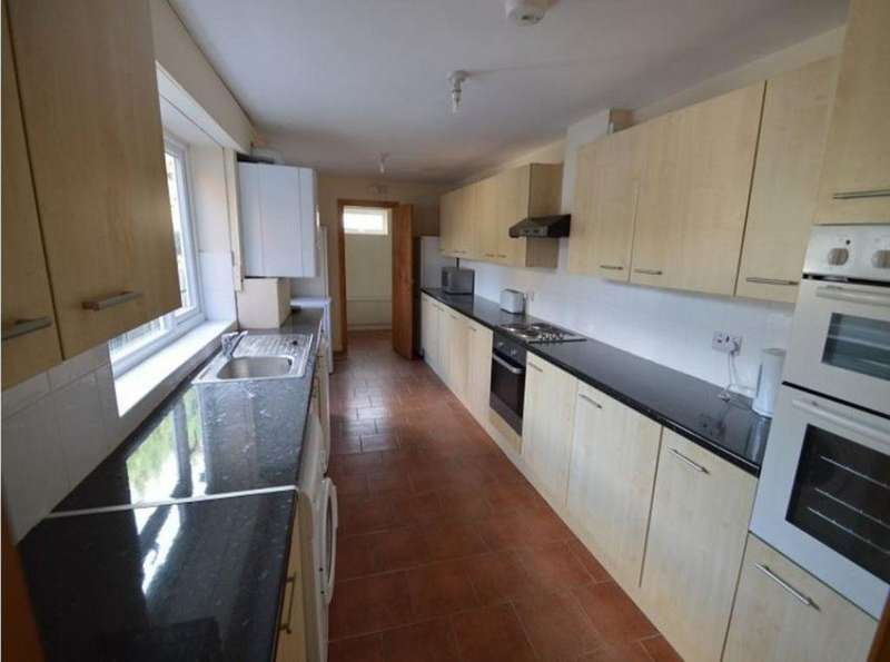 8 Bedrooms House for rent in 712 Pershore Road, B29 7NR