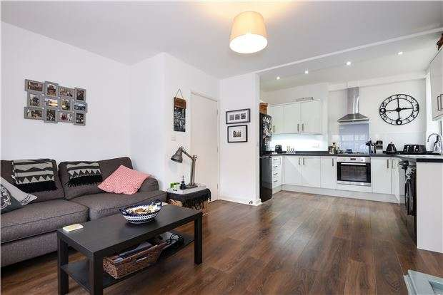 2 Bedrooms Flat for sale in Craignish Avenue, LONDON, SW16 4RN