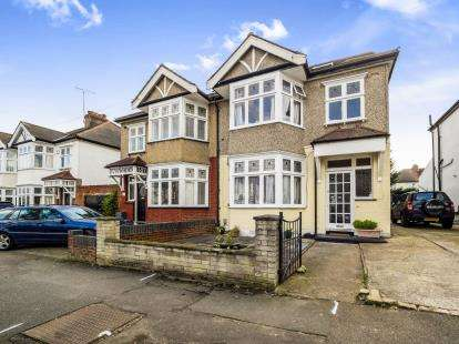 5 Bedrooms Semi Detached House for sale in Woodford, Green, Essex
